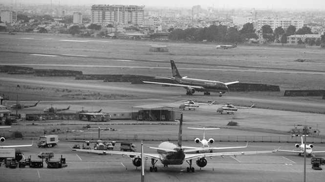 Khu vực dự kiến thi công mở rộng đường lăn và bãi đậu máy bay của sân bay Tân Sơn Nhất - Ảnh: Hữu Khoa