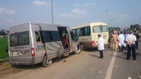 Hiện trường vụ tai nạn giao thông ở Hà Nội khiến 5 người tử vong