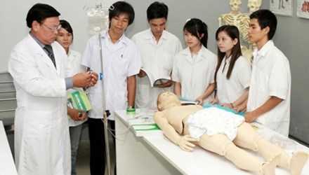 Sinh viên ngành Y đang thực tập (Ảnh minh họa)