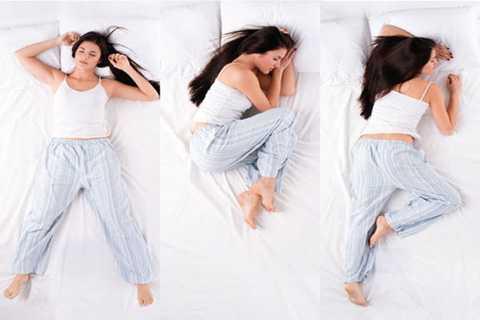 Nằm ngủ nghiêng sang bên phải có thể biến tình trạng khó tiêu nhẹ thành chứng ợ nóng tồi tệ.