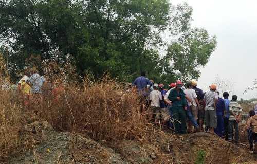 Hiện trường người dân hiếu kỳ tìm đến khu vực hồ đá để xem xác chết