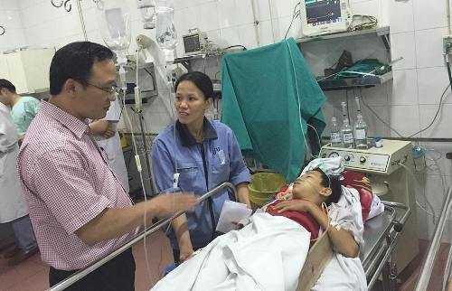 Lãnh đạo Ủy ban An toàn giao thông Quốc gia thăm hỏi nạn nhân trong vụ tai nạn