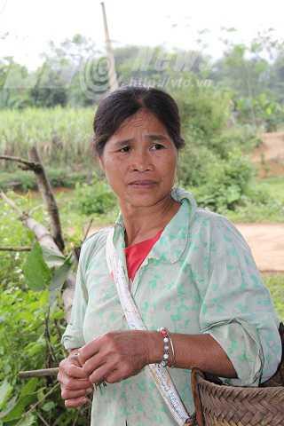 Bà Đinh Thị Cái (mẹ Tuân) kể về khả năng dẫn điện của con trai mình