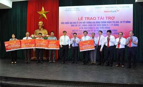 VietinBank trao tài trợ gần 17 tỷ đồng tài trợ an sinh xã hội và chủ quyền biển đảo cho tỉnh Đà Nẵng