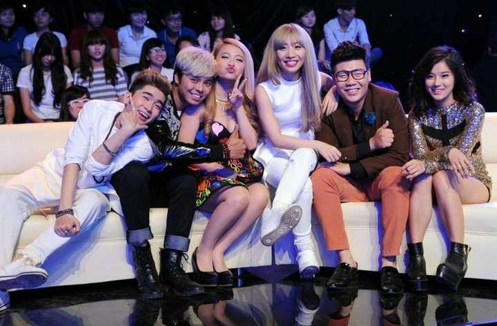 Chương trình 'Sao là Sao' quy tụ 6 nghệ sĩ: Mi-A, Chi Dân, Hằng Bing Boong, Hoàng Yến Chibi, Hamlet Trương,Võ Minh Lâm.