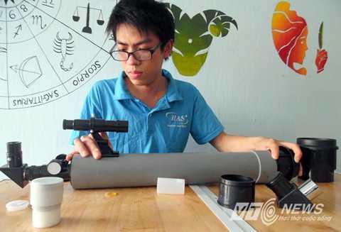 Anh Trần Văn Long hướng dẫn cách tự lắp ráp một kính thiên văn nghiệp dư với chi phí chưa đến một triệu đồng.