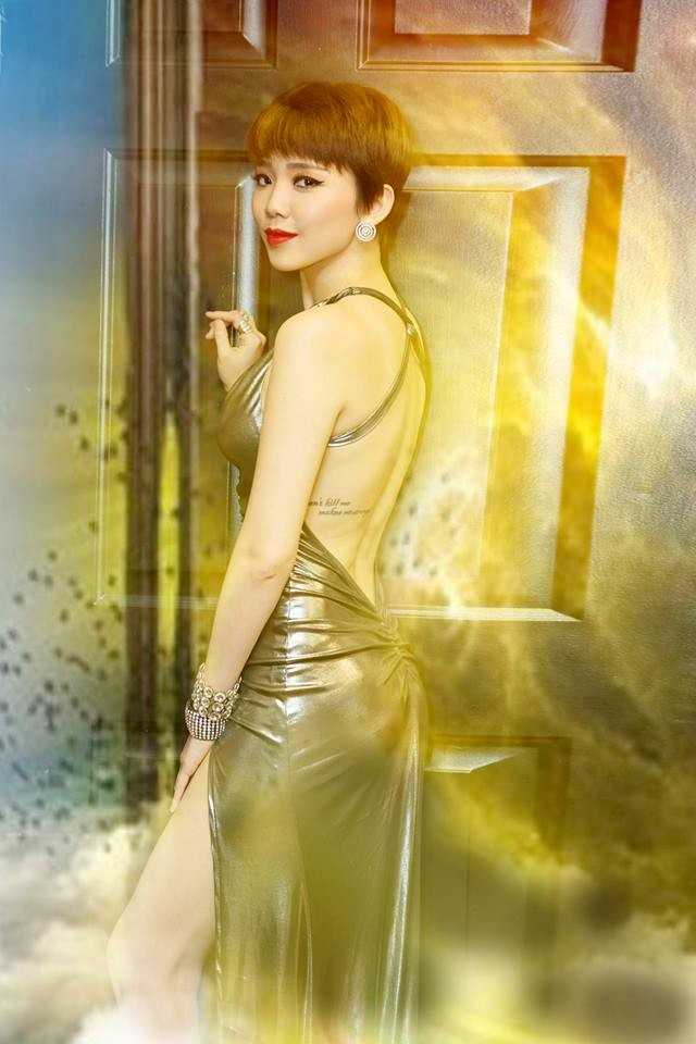 Tóc Tiên gây ấn tượng bởi gu thời trang vừa cá tính, vừa gợi cảm.