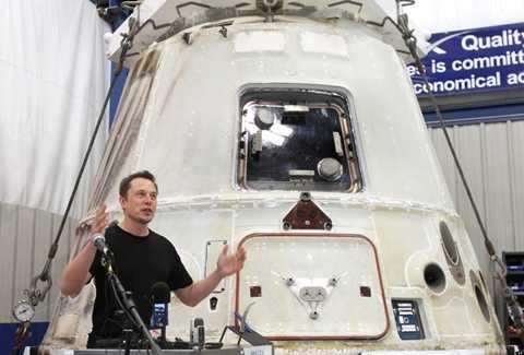 Musk thuyết trình trong lễ giới thiệu khoang đổ bộ lên sao Hỏa