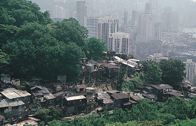 Hình ảnh khu ổ chuột nằm giữa thành phố Hồng Kông - Ảnh: Wikipedia
