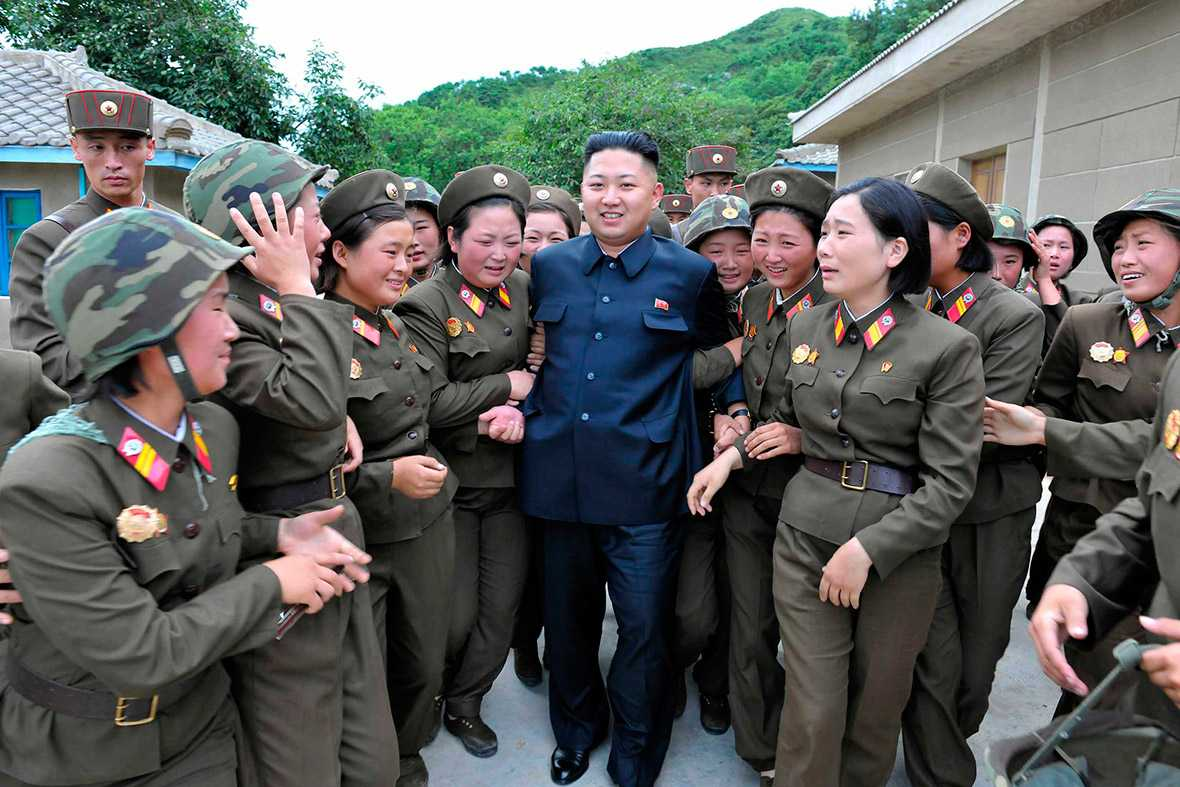 Chủ tịch Triều Tiên Kim Jong-un đi thăm một đơn vị quân đội