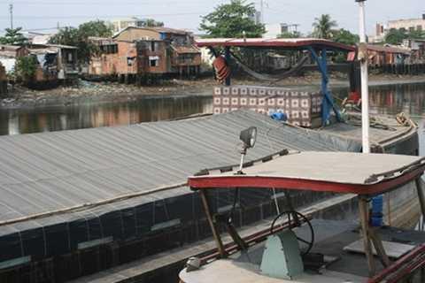 Chiếc thuyền dùng để chở nước biển từ Vũng Tàu về bán