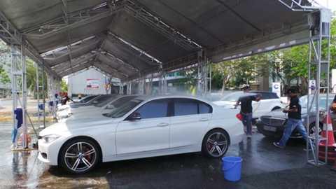 Rửa xe sang miễn phí tại ngày hội Drive in style - Ảnh: H.Như