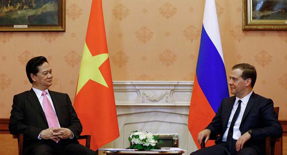 Thủ tướng Nga Dmitry Medvedev bắt đầu chuyến thăm Việt Nam