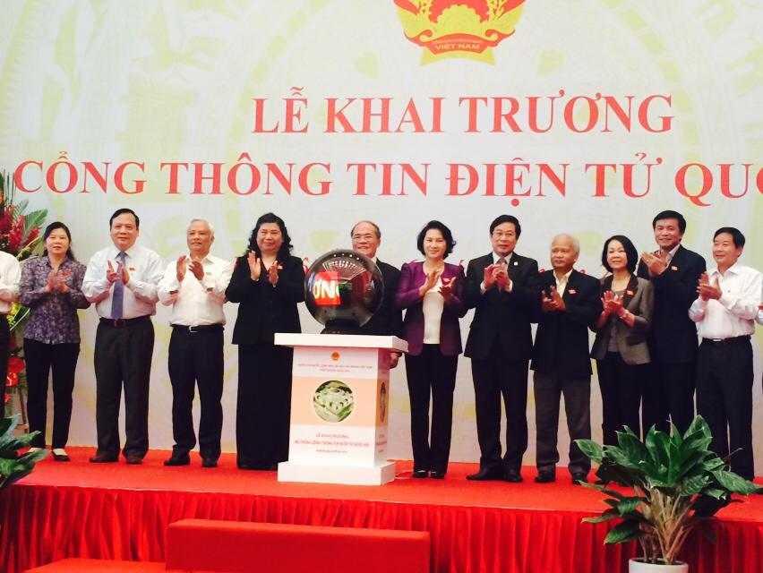 Sáng 6/4, Chủ tịch Quốc hội Nguyễn Sinh Hùng đã bấm nút khai trương Cổng thông tin điện tử Quốc hội - Ảnh: HL