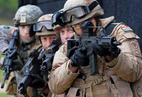 Quân đội NATO trong một cuộc tập trận - Ảnh: military.net
