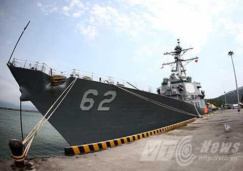 Tàu khu trục USS FITZGERALD (DDG62) tại cảng Tiên Sa (Đà Nẵng)