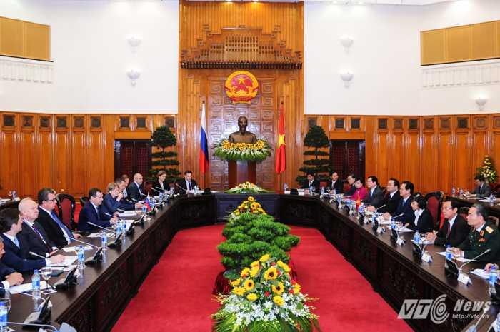 Thủ tướng Nguyễn Tấn Dũng tiếp đón đoàn đại biểu Nga do Thủ tưởng Medvedev dẫn đầu - Ảnh: Tùng Đinh