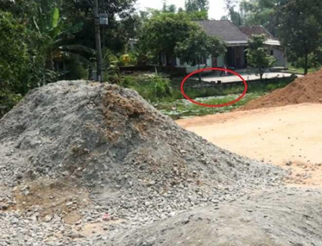 Theo chính quyền, phần đất trước nhà ông Thạnh trong hành lang an toàn giao thông nên không thuộc diện đền bù theo quy định. Ảnh: Sông Hàn.