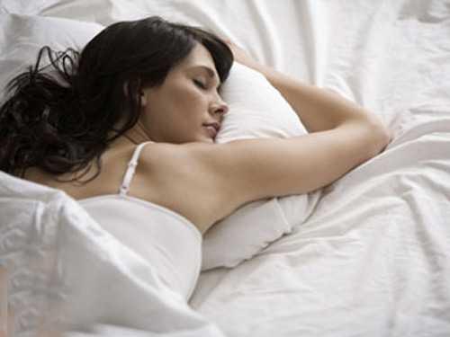 Ngủ sấp khiến các đường cong tự nhiên của cột sống bạn bị thay đổi, gây áp lực trên toàn bộ cơ thể.