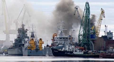 Hiện trường vụ cháy tàu ngầm hạt nhân Nga - Ảnh: Sputnik