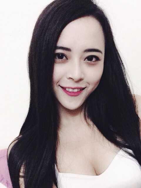 Ngô Hải Ngọc (sinh năm 1995 – Trường Đại học Sân khấu Điện ảnh Hà Nội đảm nhận cả 2 vai diễn gái xinh và gái xấu.