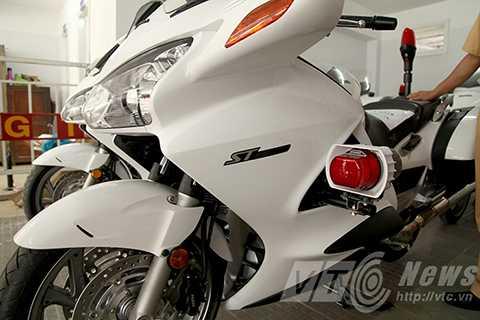 Đây là 4 chiếc mô tô phân khối lớn, mang nhãn hiệu Honda ST1300, được sản xuất tại Mỹ và nhập khẩu nguyên chiếc  về Việt Nam