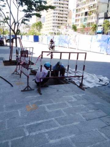 Hố ga trên đường Nguyễn Huệ, nơi người bán vé số mù gặp nạn