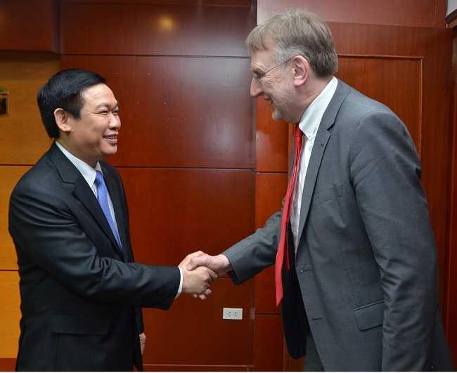Trưởng Ban Kinh tế Trung ương Vương Đình Huệ tiếp Ông Bernd Lange, Chủ tịch Ủy ban Thương mại Quốc tế (INTA) thuộc Nghị viện Châu Âu