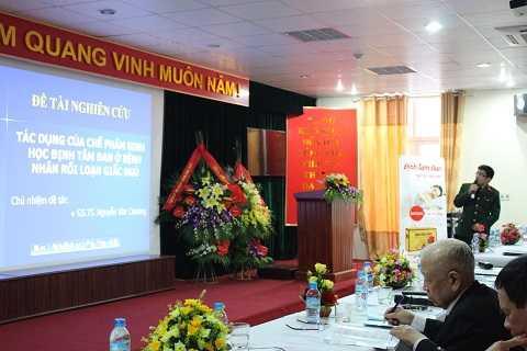 Bác sĩ Nguyễn Đức Thuần báo cáo đề tài nghiên cứu lâm sàng của Định Tâm Đan