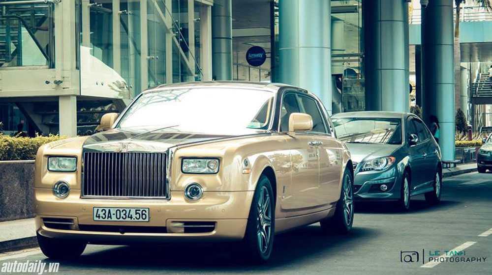 Chiếc Rolls-Royce Phantom màu độc tại Đà Nẵng mang biển số tiến đều khá đẹp.