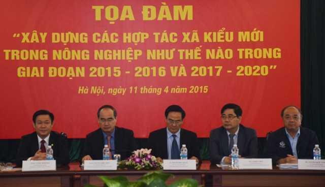 GS.TS Nguyễn Thiện Nhân_ GS.TS Vương Đình Huệ cùng các đồng chí Chủ trì Tọa đàm
