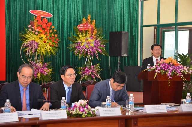 GS.TS Vương Đình Huệ, Ủy viên TƯ Đảng, Trưởng Ban Kinh tế Trung ương phát biểu tại buổi Tọa đàm