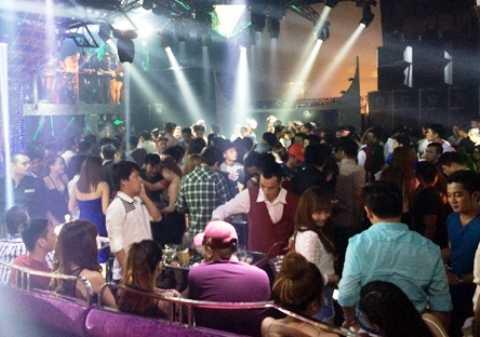 Hàng trăm dân chơi Sài thành bỏ chạy tán loạn khi công an đột kích quán bar số 5 rạng sáng nay (12/4)