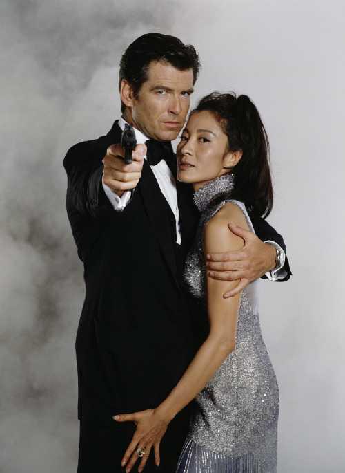 Dương Tử Quỳnh sánh vai bên tài tử Pierce Brosnan.