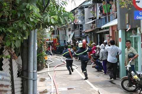 Trụ cứu hỏa còn thiếu khiến hoạt động chữa cháy tại các con hẻm gặp nhiều khó khăn.
