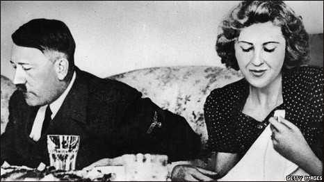 Adolf Hitler và Eva Braun đã tổ chức lễ cưới sau khi quan hệ tình cảm trong 14 năm