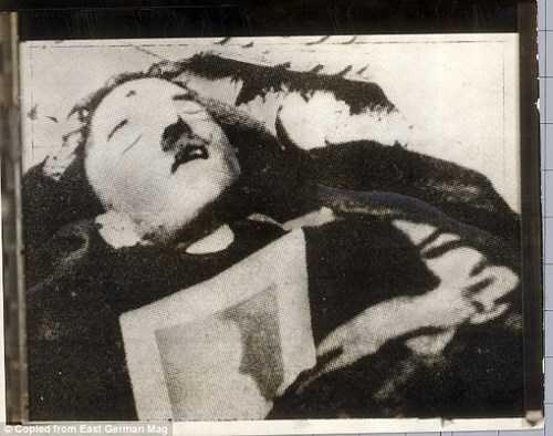 Hình ảnh thi thể Hitler do Liên Xô chụp ở bên trong hầm ngầm - nơi trùm phát xít tự tử bằng súng