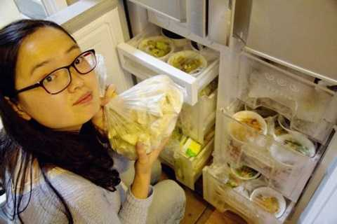 Tủ lạnh nhà Doãn Vân Phong chật ních món ăn do anh tự làm