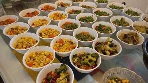 Doãn đính chính rằng số thức ăn anh chuẩn bị chỉ có thể ăn trong hai tháng chứ không phải một năm như tin đồn