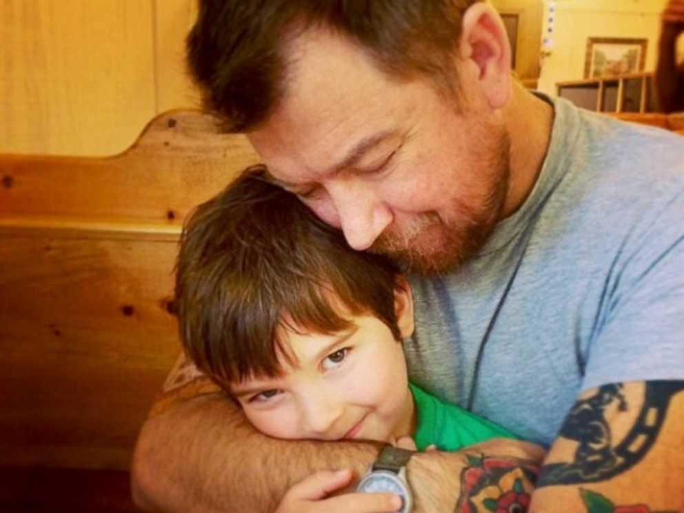 Sammy giờ đã 8 tuổi và cha cậu bé đang cần một khoản tiền lớn để hoàn tất ca phẫu thuật ghép thận