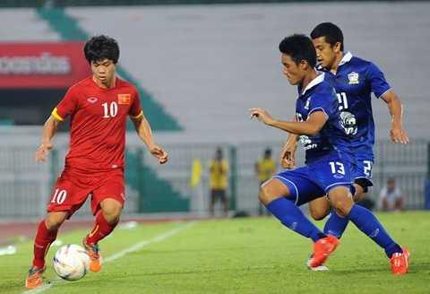 U23 Thái Lan (xanh) có lực lượng đồng đều hơn U23 Việt Nam
