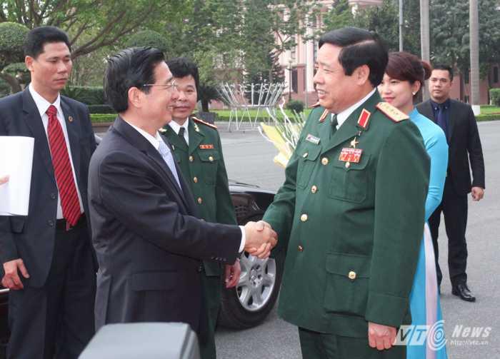 Đại tướng Phùng Quang Thanh chào mừng Bộ trưởng Bộ Công an Trung Quốc Quách Thanh Côn sang thăm và làm việc tại Việt Nam - Ảnh: Hồng Pha