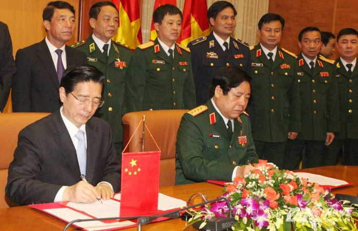 Lễ ký Thỏa thuận hợp tác về việc thiết lập cơ chế phối hợp biên phòng 3 cấp giữa Bộ Quốc phòng Việt Nam và Bộ Công an Trung Quốc - Ảnh: Hồng Pha