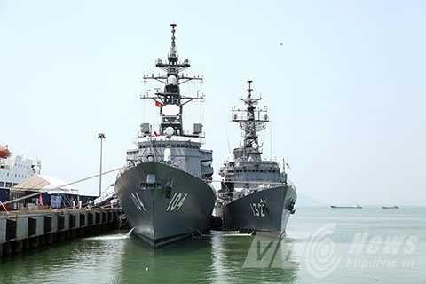 Sáng 16/4, hai tàu huấn luyện JS KIRISAME và JS ASAYUKI cùng 500 sỹ quan, thủy thủ thuộc Lực lượng Phòng vệ bờ biển Nhật Bản đã cập cảng Tiên Sa, bắt đầu chuyến thăm hữu nghị TP Đà Nẵng.