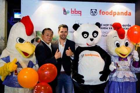 BBQ Chicken và Foodfanda ký kết hợp tác tại Việt Nam.