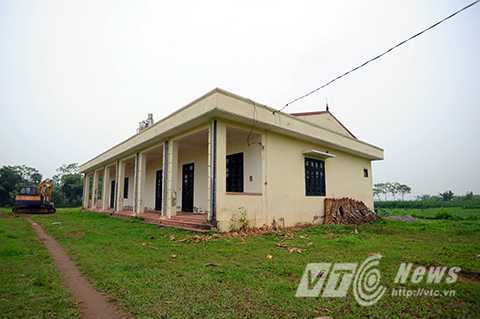 Ngôi trường mầm non mới của thôn Lương Xá bị bỏ hoang đã hơn 3 năm nay