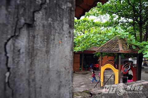 Khuôn viên chật chội, xuống cấp của trường mầm non cũ thôn Lương Xá