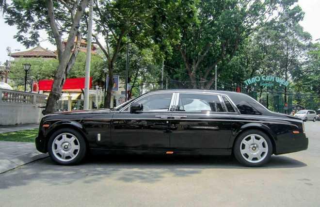 Rolls-Royce Phantom là dòng xe sang trọng bậc nhất thế giới. Mặc dù vậy, số lượng Phantom tại Việt Nam hiện đã lên đến hàng trăm chiếc, vì vậy chỉ những mẫu xe thật đặc biệt mới đủ gây sự chú ý.