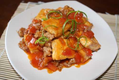 Món đậu phụ sốt thịt bằm thơm ngon, hấp dẫn.