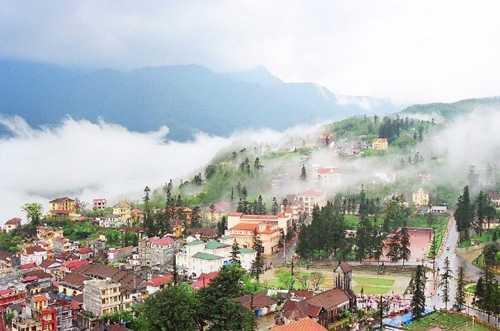 Thị trấn Sa Pa bồng bềnh trong sương khói